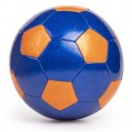Balón de fútbol naranja y azul con purpurina